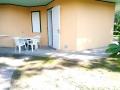 spazio esterno monolocale con vista piscina villaggio san siro bibione