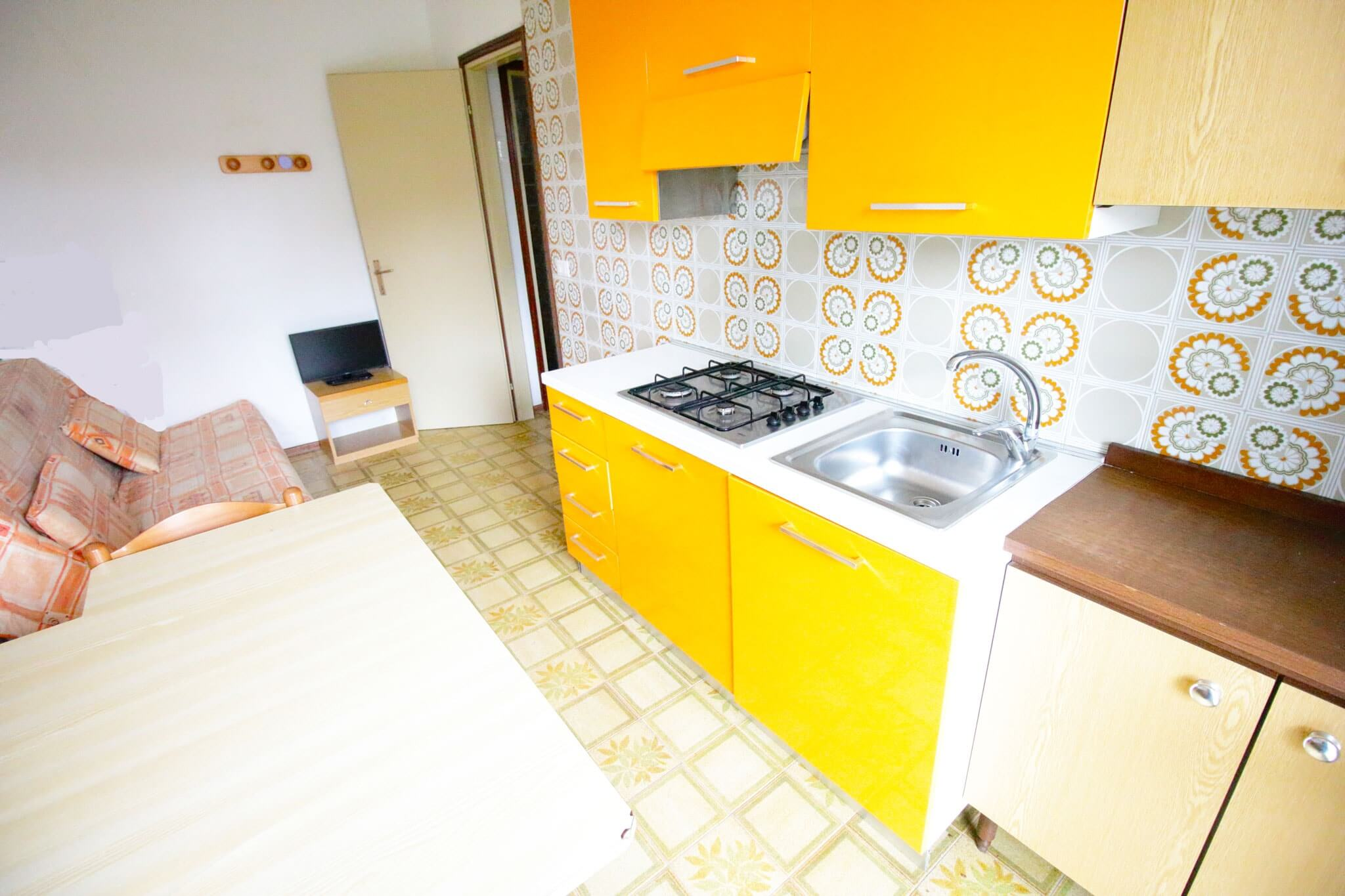 soggiorno cucina comodo bilocale in residence villaggio san siro bibione