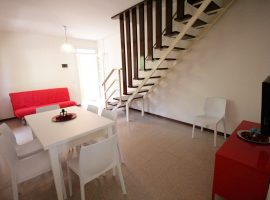 soggiorno luminoso trilocale al primo piano villa luca bibione